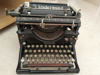 Maquina de escribir UNDERWOOD.