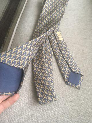 Corbata de Hermes