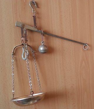Romana en metal dorado para decoración.