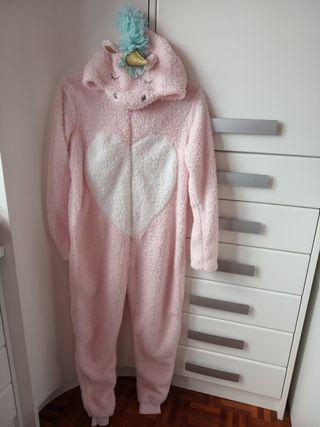 Pijama mono unicornio.T 12 Usado en una ocasión.