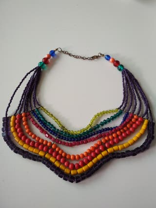 Collar multicolor marca Cuplé