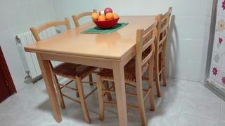 mesa cocina y cuatro sillas