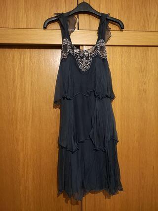 vestido gasa de seda azul grisaceo.