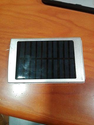 Cargador Portatil con placa solar (8000 mAh)
