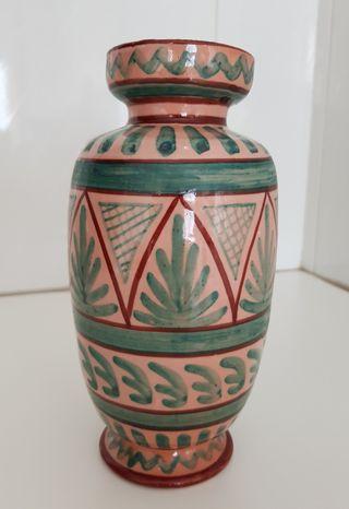 Seis objetos de cerámica