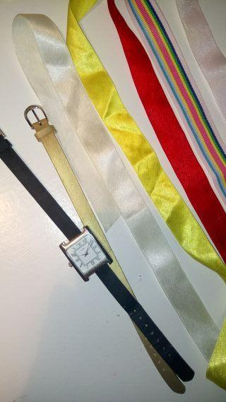 Reloj con diferentes cintas