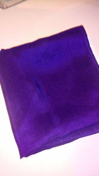 Pañuelo de seda violeta