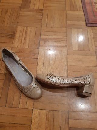 Zapatos piel n 37 marca Urbanitas.