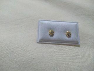 pendientes de oro para recién nacidos