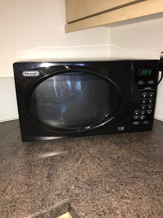 DeLonghi microwave in black