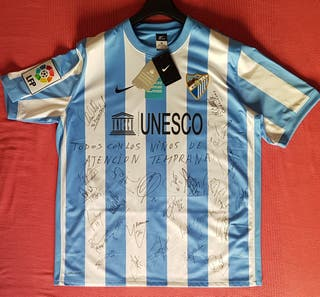 Camiseta Málaga Club de Fútbol autografiada.
