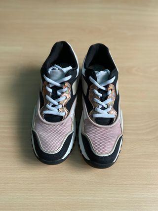Zapatillas sneakers rosa y negro