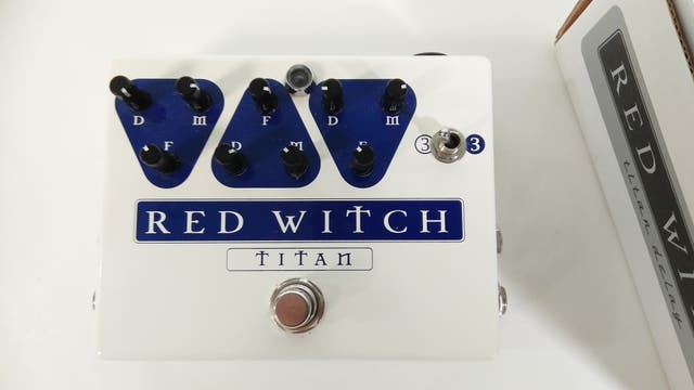 Red Witch Titan Delay pedal guitarra eléctrica