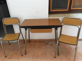 Mesa extensible y sillas , formica