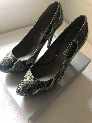 Zapatos mujer vestir con tacón verde de Eva López