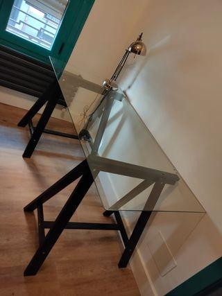 mesa de escritorio de cristal con caballete