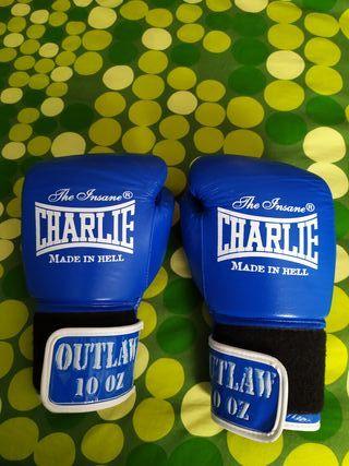 Guantes de boxeo marca Charlie