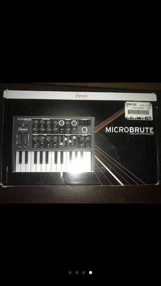 Sintetizador Arturia Microbrute