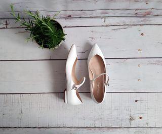 Zapatos manoletinas de piel novia. 38
