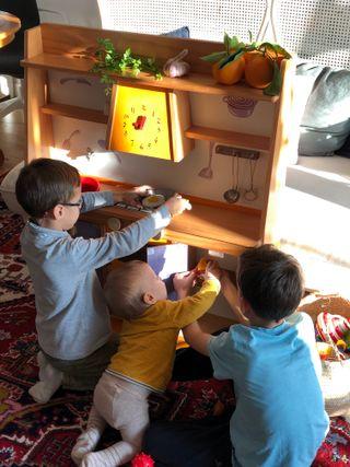 Cocina de juguete en madera maciza, niños y niñas.