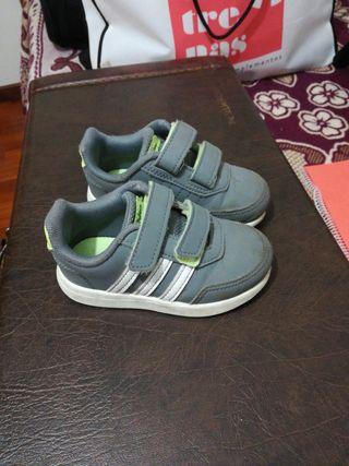 Zapatillas Adidas número 23 de segunda mano por 10 € en O