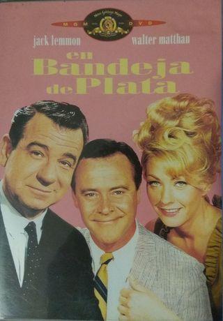 PELÍCULA DVD EN BANDEJA DE PLATA