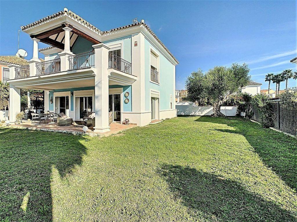 Villa en venta en La Duquesa en Manilva (San Luis de Sabinillas, Málaga)
