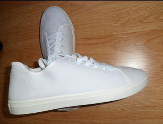 Zapatillas blancas nuevas
