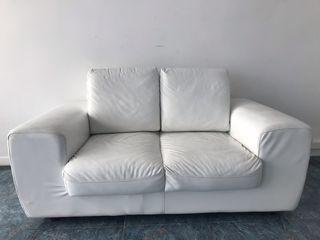 Sofá de piel sintética blanco