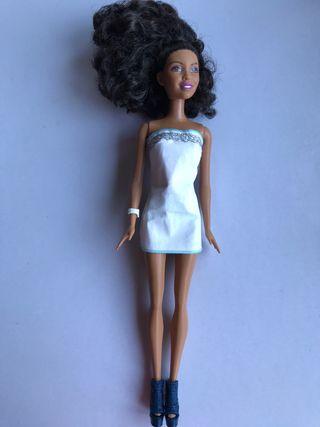 Muñeca Barbie Mattel negra mulata Fashion