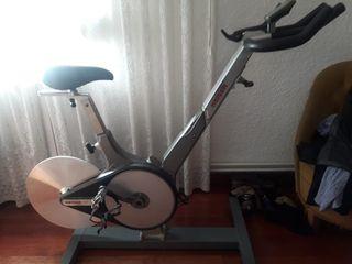 Bicicleta de spinning o ciclo indoor Keiser M3