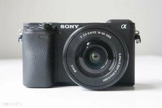 Sony a6400 + 16-50 Nueva - Muy pocos disparos.