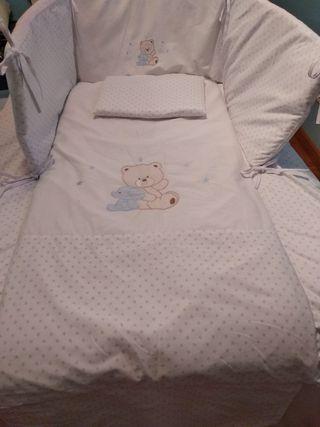 Edredon,chinchonera y almohada de cuna