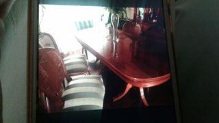 Mesa, 4 sillas y 2 butacas