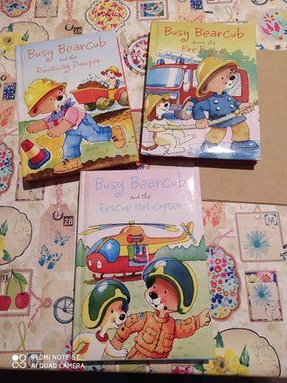 Tres libros infantiles en inglés. Busy bearcub