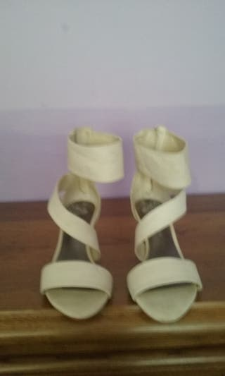 Sandalias blancas bershka talla36