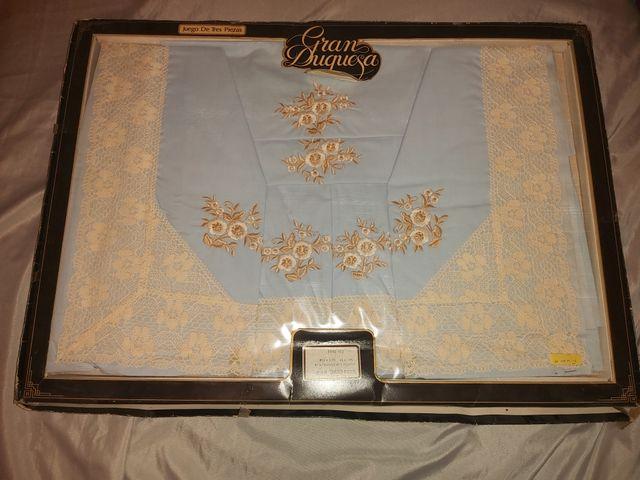 sábanas antiguas color azul bordadas