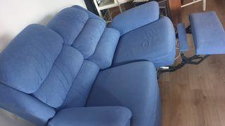 2 sofas. un 2 plaza reclinable y un 3 plazas