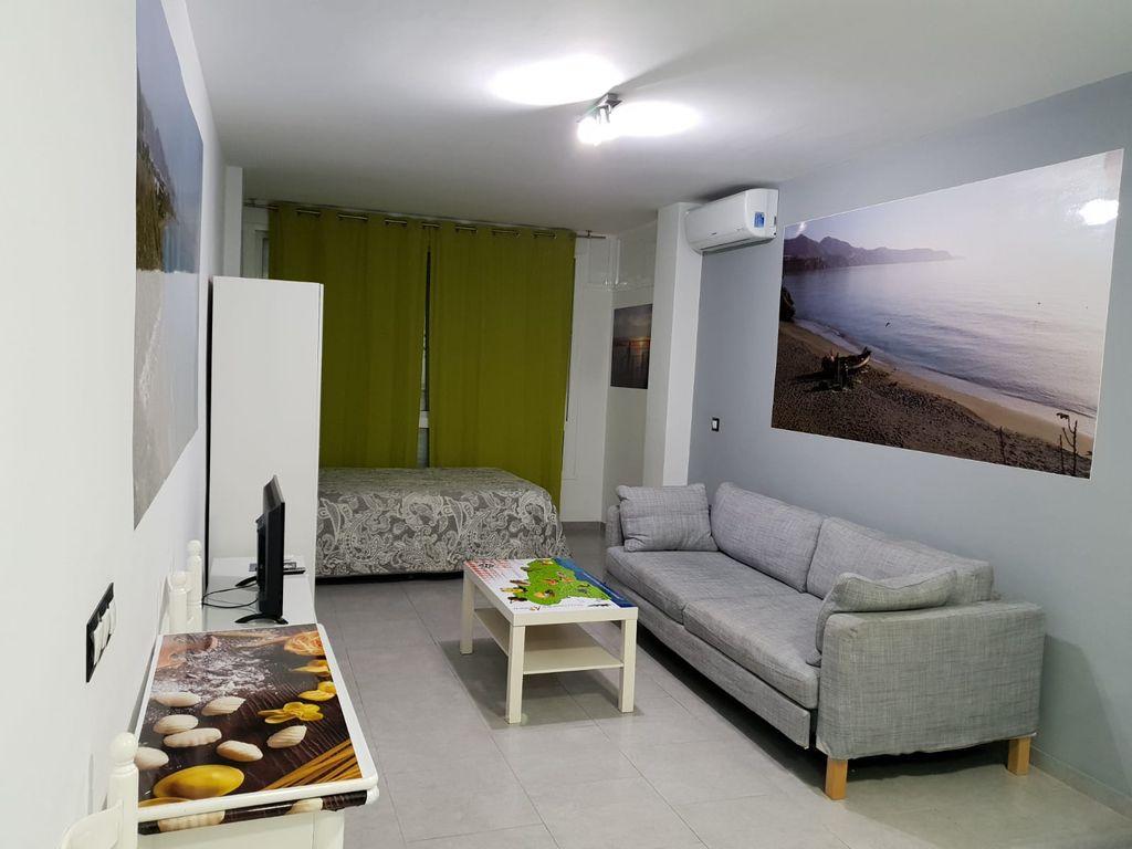estudio de alquiler en Nerja con piscina (Nerja, Málaga)