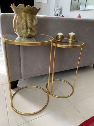 Mesas auxiliares doradas con espejo