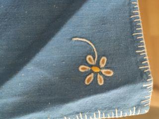 mantel individual hilo bordado a mano. vintage.