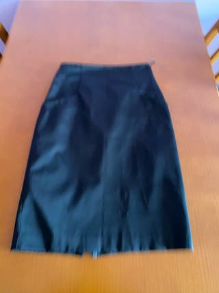 Falda negra tubo