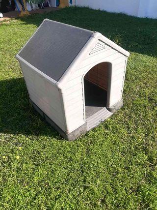 Caseta para perro de 99 x 95 cms de superficie.
