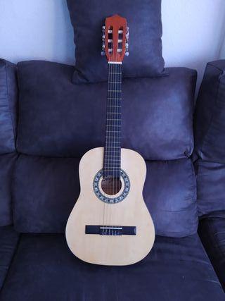 Guitarra clásica infantil, marca Sonora.