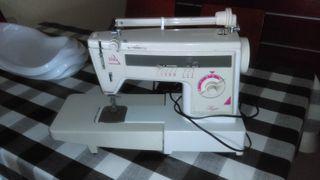 Maquina de coser DELTA