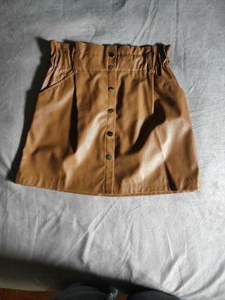 falda polipiel marron