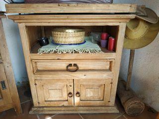 Mesa madera TV antigua