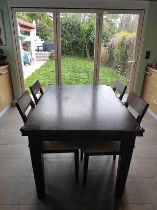 mesa y 4 sillas de madera maciza