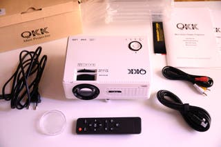 Proyector Mini QKK