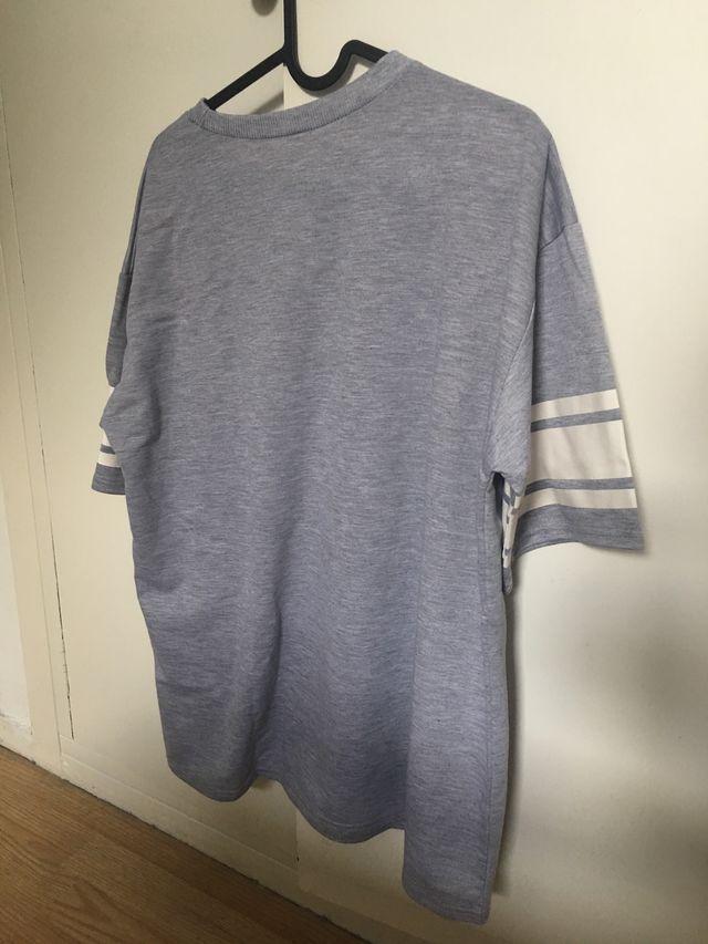 Camiseta sudadera gris letra M talla L